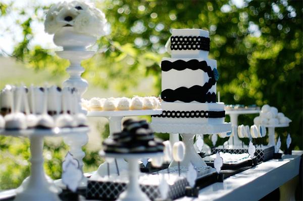 cake-dessert-table-black-white