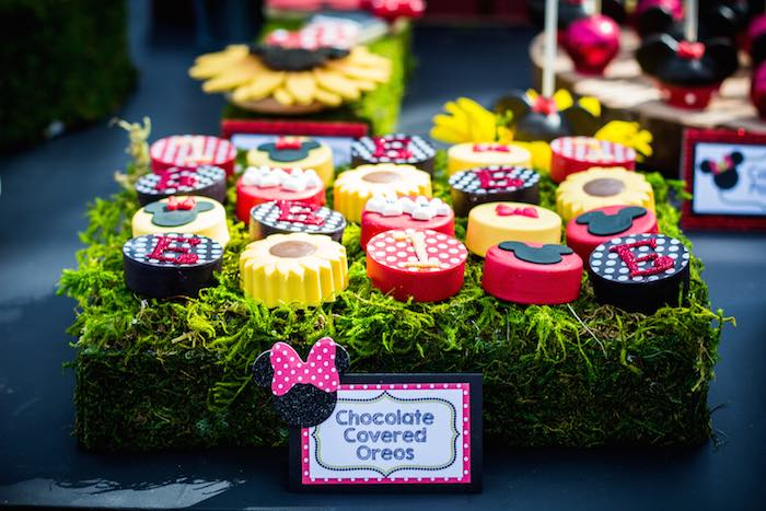 Mickey-+-Minnie-Mouse-Sunshine-Soiree-via-Karas-Party-Ideas-KarasPartyIdeas.com-mickeyandminniemouseparty27