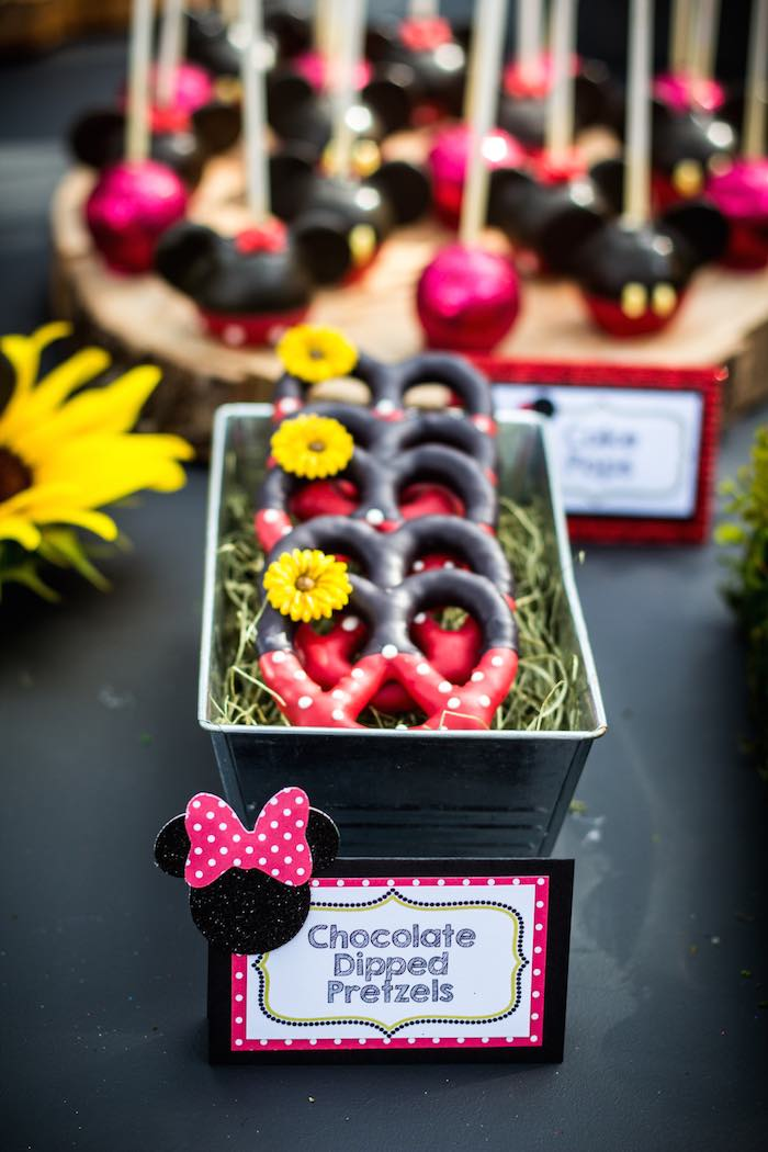 Mickey-+-Minnie-Mouse-Sunshine-Soiree-via-Karas-Party-Ideas-KarasPartyIdeas.com-mickeyandminniemouseparty37