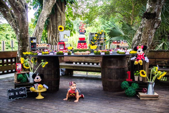 Mickey-+-Minnie-Mouse-Sunshine-Soiree-via-Karas-Party-Ideas-KarasPartyIdeas.com-mickeyandminniemouseparty49