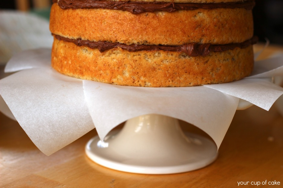Using-parchment-to-decorate-a-cake