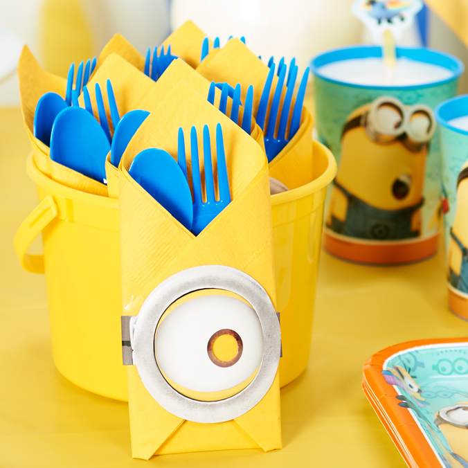 DIY_Despicable-Me_-Table-Decor_LS