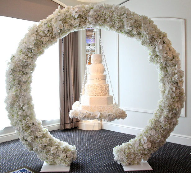 halo-hanging-wedding-cake-2