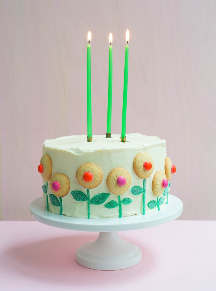 candy-aisle-crafts-cookie-flowers-on-cake