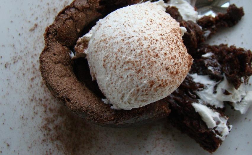 Vegan_Flourless_Swiss_Chocolate_Molten_Lava_Cake_(4865230786)
