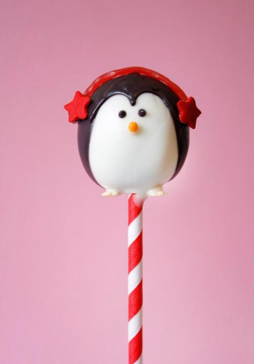 93d8a4eb-b947-4399-b242-1c63b67b4b7c_Best-Christmas-cakes-penguin-cake-pop