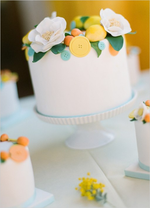 cute_little_wedding_cakes-2.jpg