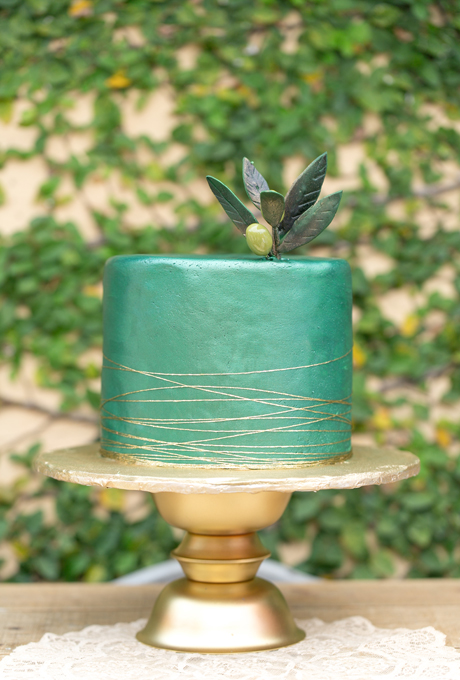 Metallic-Wedding-Cakes-Amalie-Orrange-Photography-green.jpg