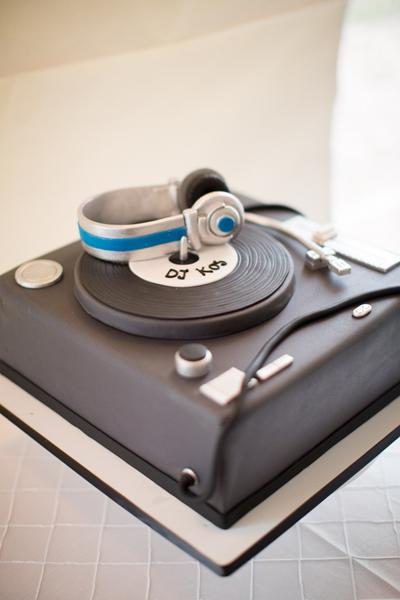 southern-wedding-grooms-cake.jpg