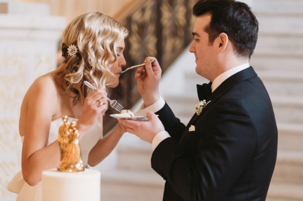 Bride-and-Groom-Eating-Cake-600x399.jpg