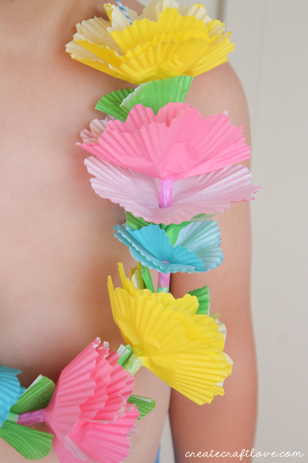 cupcake-liner-lei-up-close.jpg