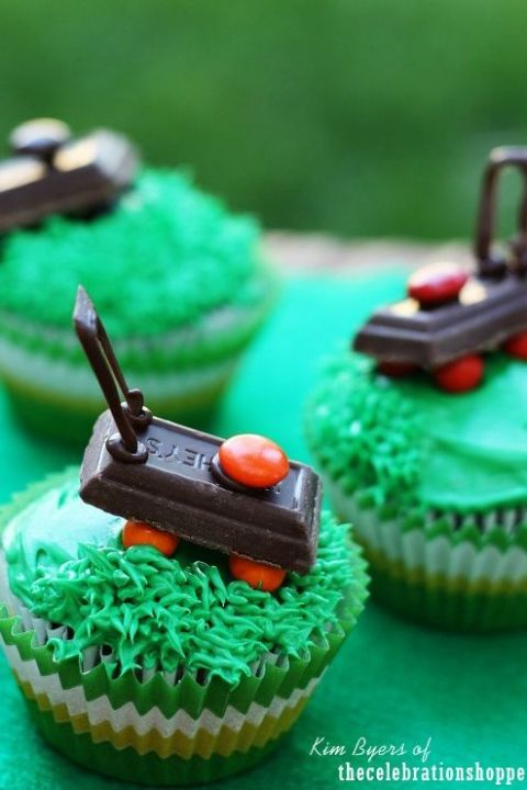 gallery-1464356616-1-the-celebration-shoppe-fathers-day-cupcakes-0295-wt