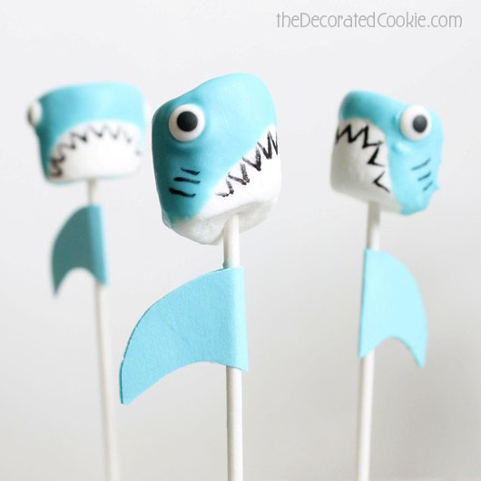 wm_shark_marshmallow_pops-2.jpg
