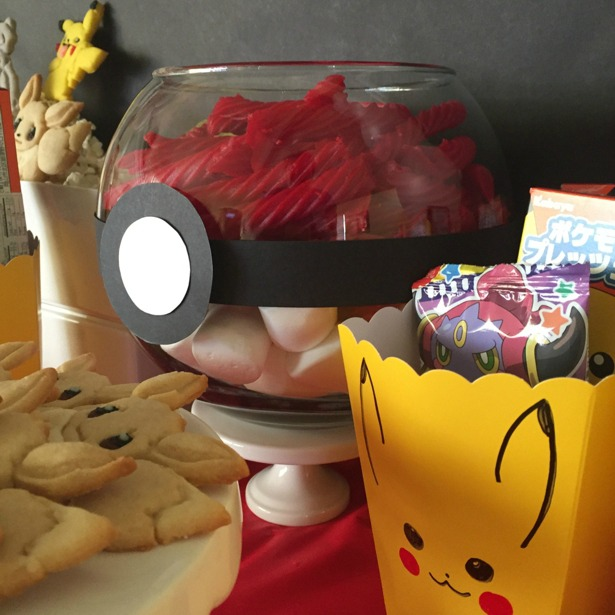pokemon-ball-candy-02220161
