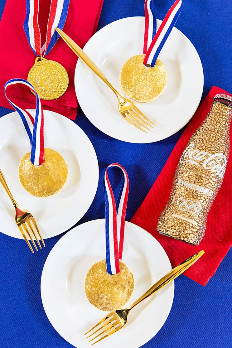mini-gold-medal-cakes-01.jpg
