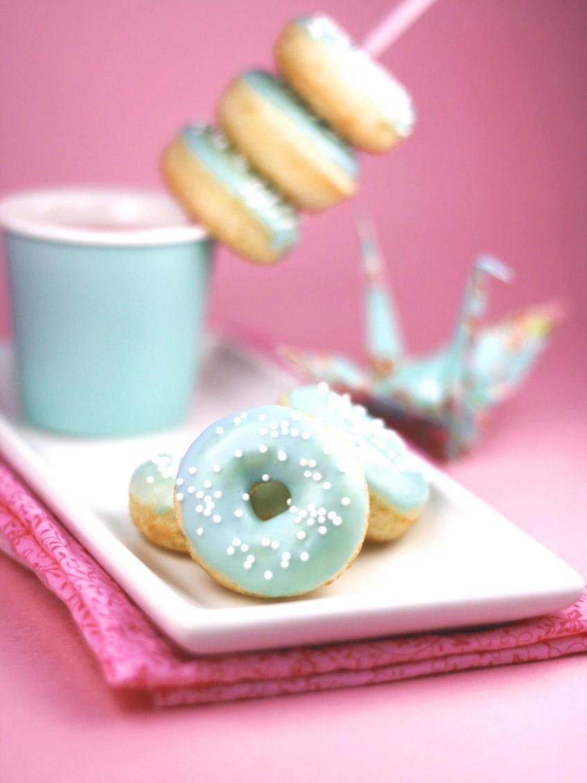 Original_Heather-Baird-SprinkleBakes-mini-donut-beauty_s3x4.jpg.rend.hgtvcom.1280.1707.jpeg