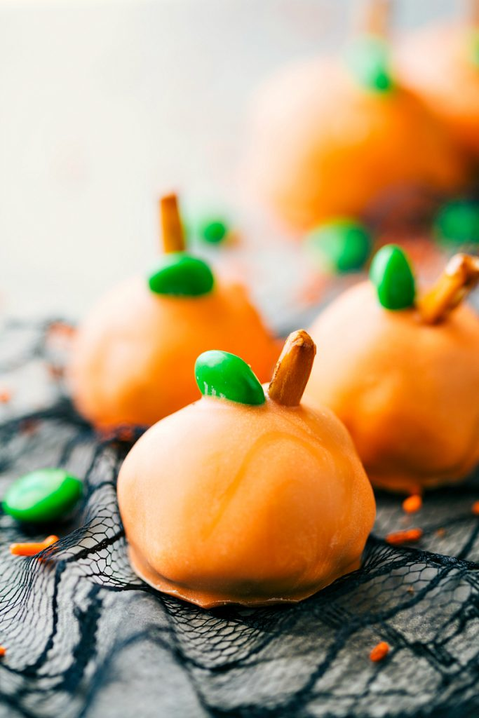 PUMPKIN-BITES-4-adorable-and-festive-Halloween-Oreo-Balls-each-made-with-5-ingredients-or-less-683x1024.jpg