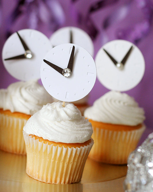 New-Years-Eve-cupcakes-with-clock-toppers.jpg