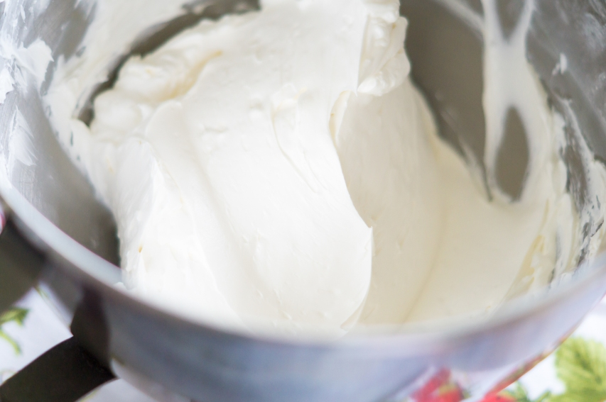 swiss-meringue-buttercream-smooth.jpg