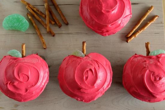 Apple-Shaped-Cupcakes.jpg