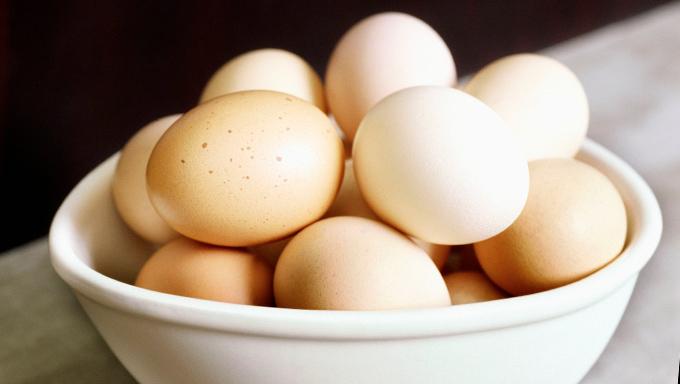 2012-04-05-how-to-peel-eggs-hero.jpg