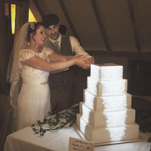 projection-mapping-fairytale-wedding-cake-uk
