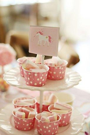 unicorn-birthday-party-pink-marshmellows