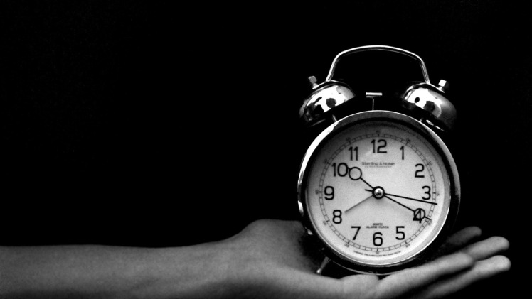 old_clock_black_and_white-lomo_style_photography_works_desktop_1366x768