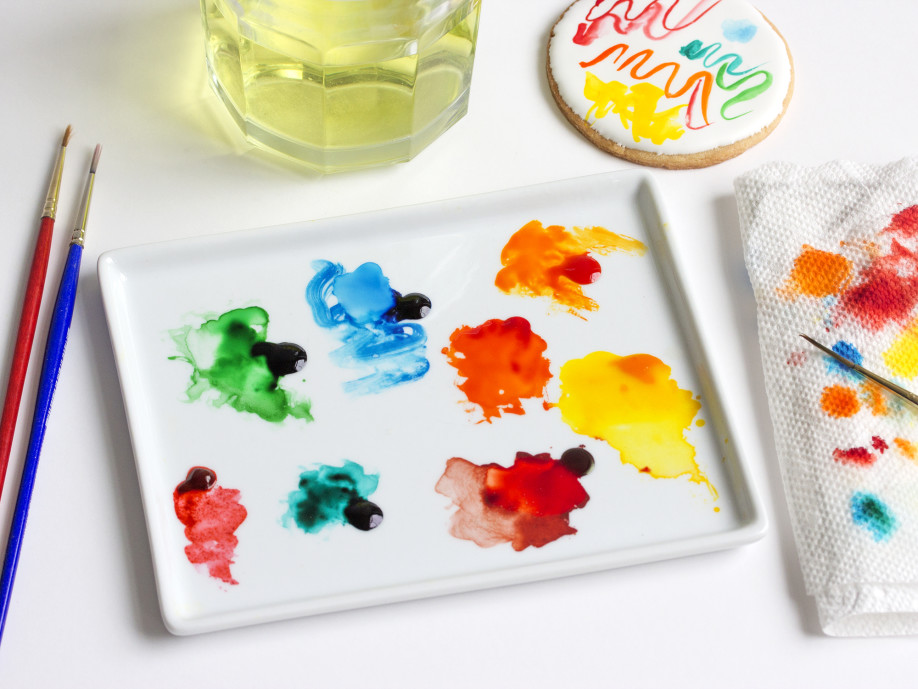 Step4_prepare-edible-watercolors_winter-snowglobe-cookies.jpg