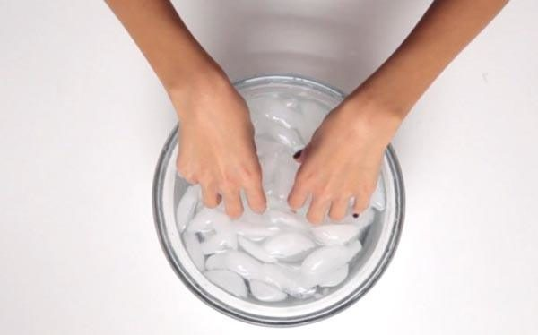 como-pintarse-las-unas-agua-hielo-600x374.jpg