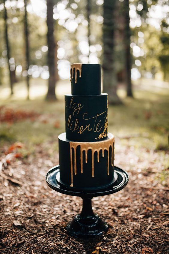 08-black-wedding-cake-with-copper-drip-and-calligraphy.jpg